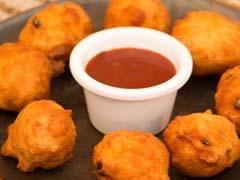 Move Over Pakodas, Try Karnataka's Bonda for Tea-Time