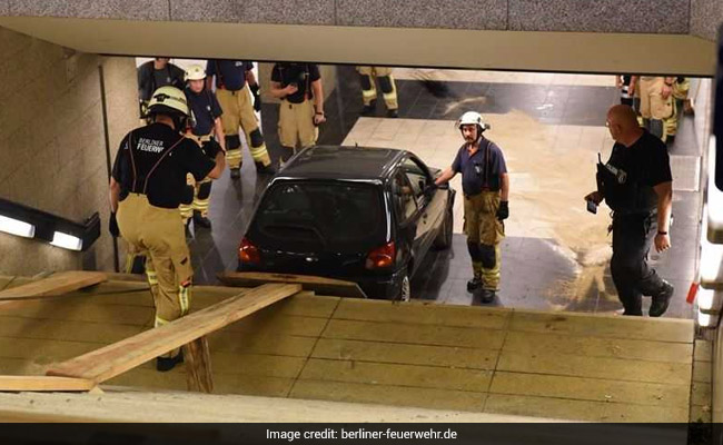 car plunges into berlin subway 650 twitter