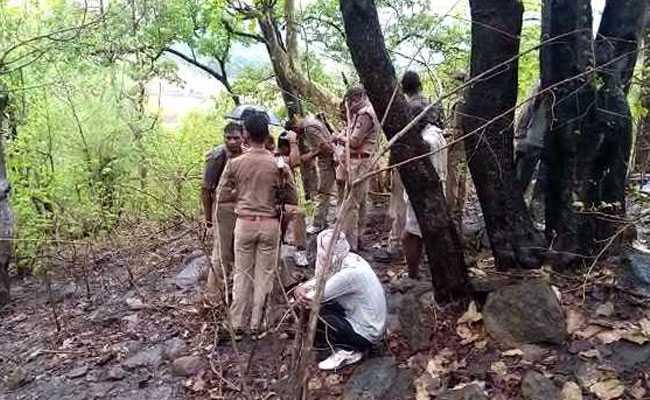 तीन लोगों का अपहरण करके उन्हें जिंदा जलाने वाला कुख्यात डकैत ललित पटेल मारा गया