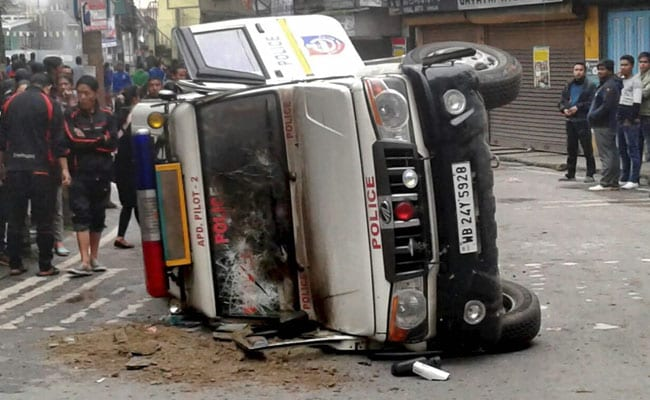 Widespread violence in Darjeeling, army deployed (Intro Roundup)