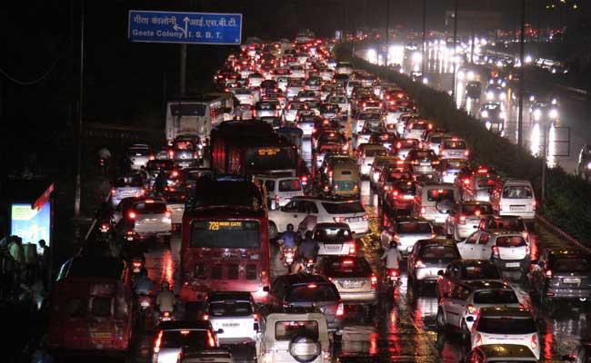 बप्पा की विदाई पर थमी दिल्ली की रफ्तार, सड़कों पर लगा लंबा जाम