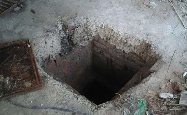 4 Die Of Suffocation While Cleaning Septic Tank In Delhi