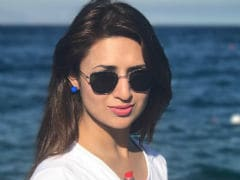 Divyanka Tripathi Starts Anniversary Celebration By Supporting <i>Lipstick Under My Burkha</i>
