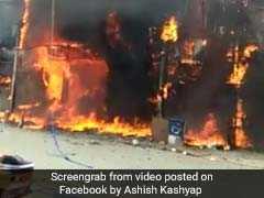 दिल्ली के गफ्फार मार्केट में आग, दो दुकानें खाक