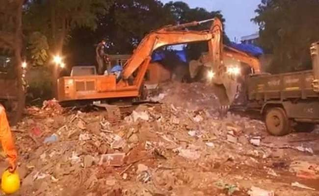 घाटकोपर में चार मंजिला इमारत गिरी, 17 की मौत, आरोपी शिवसेना नेता गिरफ्तार