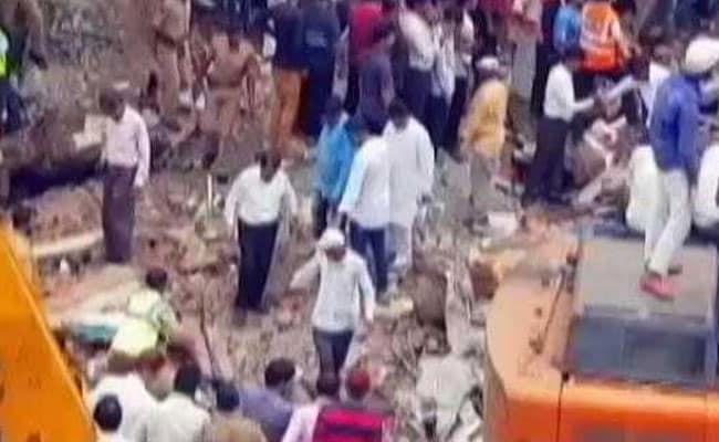 घाटकोपर इमारत हादसा : अब तक 17 की मौत, 28 जख्मी, हिरासत में हादसे का मुख्य आरोपी