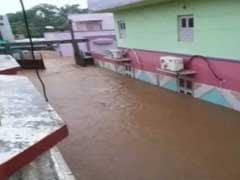 गुजरात में बाढ़ से बुरा हाल, घरों की छतों तक पहुंचा पानी, 25 हजार बचाए गए, 70 की मौत