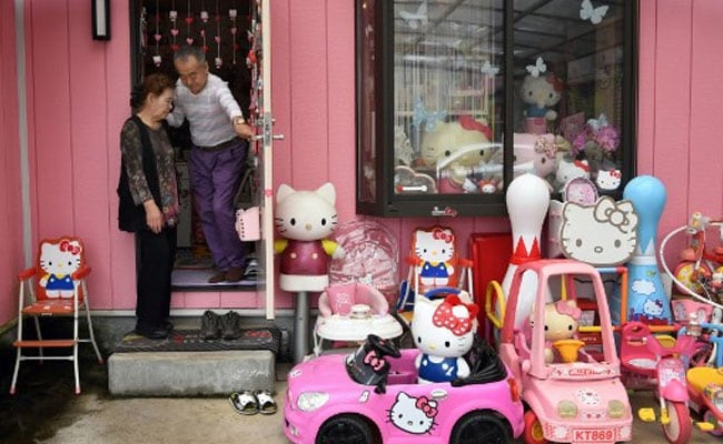 Worlds Largest Hello Kitty Collection Belongs To A Former Cop In