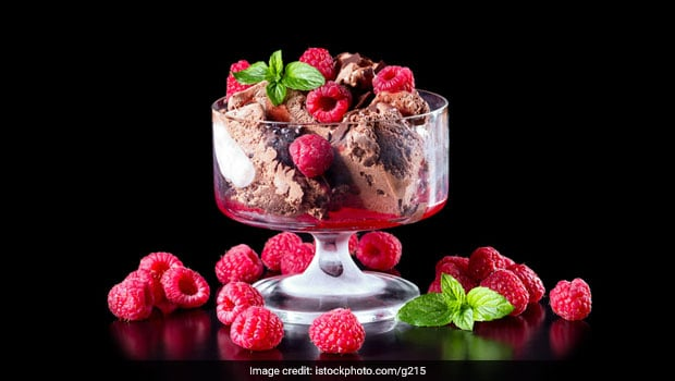 This Giant Sundae with 22 Scoops of Ice-Cream is a Fairy Tale Come Alive