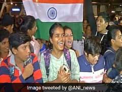 ट्रॉफी नहीं दिल जीतकर स्वदेश पहुंची महिला क्रिकेट टीम, एयरपोर्ट पर जोरदार स्वागत