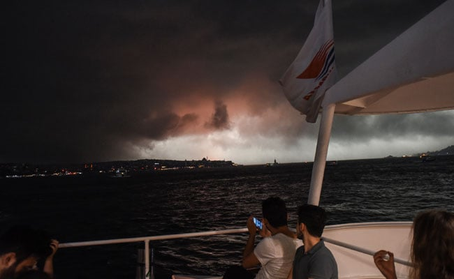 10 injured in violent Istanbul storm