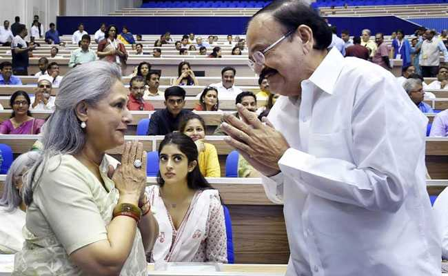 मम्मी जया बच्चन को मिला अवॉर्ड तो बेटे अभिषेक बच्चन ने कहा Proud Son