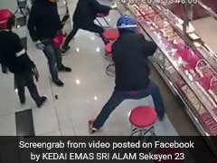 Caught On Camera: Robbers Try To Smash Open Jewellery Counter, Fail Miserably