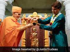 कुर्ता-पायजामा में BAPS मंदिर पहुंचे कनाडा के PM जस्टिन ट्रूडो, किया जलाभिषेक