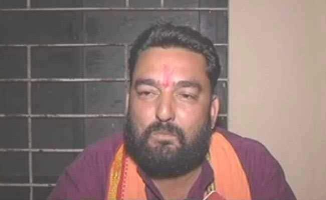 मध्य प्रदेश : बजरंग दल कार्यकर्ताओं ने थाने पर हमला कर अपने नेता को छुड़ाया