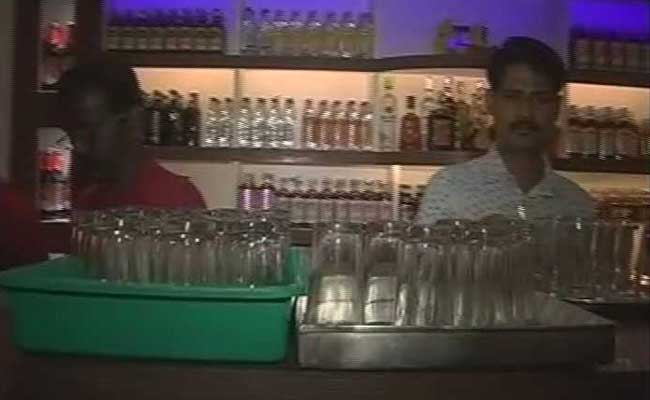 77 liquor outlets open in Kerala