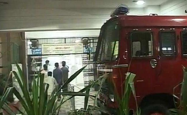 लखनऊ के केजीएमयू में भीषण आग से 5 ने गंवाई जान, सीएम ने किया दौरा