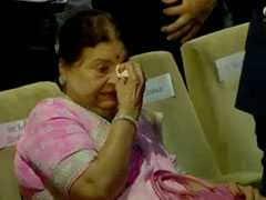 जब मुकेश अंबानी की आंखों से छलके आंसू, मां कोकिला बेन रोने लगीं
