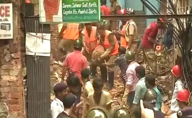 Old Building Collapses In Kolkata, People Feared Trapped