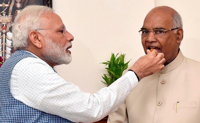 क्या आप जानना नहीं चाहेंगे पीएम मोदी ने कोविंद को जीत के बाद कौन सी मिठाई खिलाई...?
