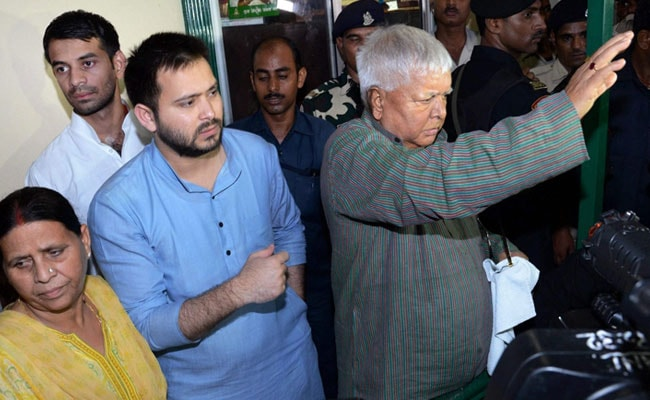 lalu yadav with tejashwi and rabri after raids pti