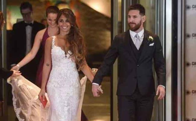 बचपन की दोस्त से शादी के बंधन में बंधे फुटबॉल सुपरस्टार लियोनेल मेसी