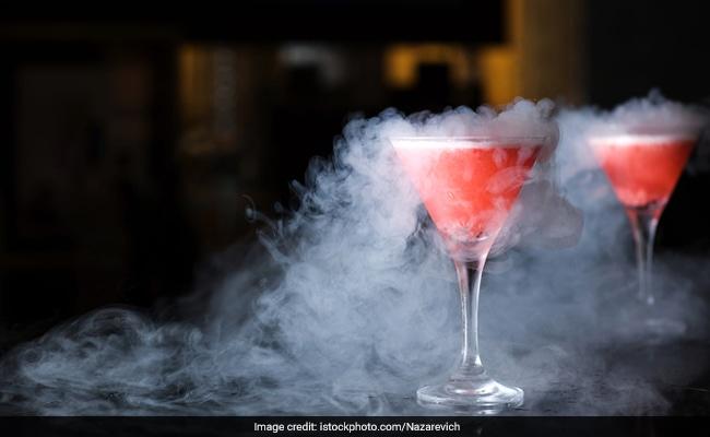 लिक्विड नाइट्रोजन कॉकटेल पीना पड़ा महंगा, जान जाते-जाते बची, पेट में हुआ सुराख