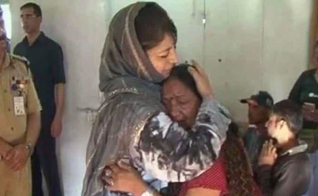 mehbooba mufti meets amarnath victims