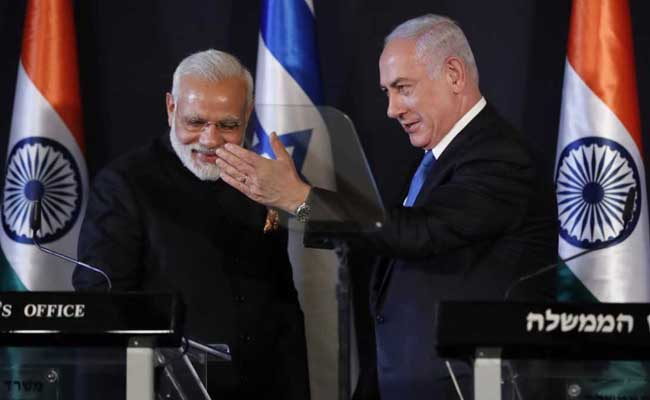 Modi meets Moshe in Israel, offers him visa to India