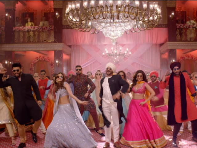 The Entire Cast Does Some Bhangra In Mubarakan's Goggle Song!