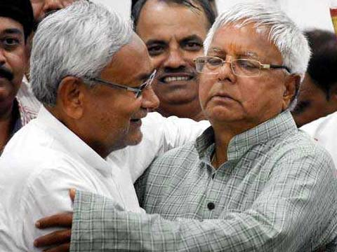 Lalu Yadav, after meeting lawmakers, says \'there is no question of Tejashwi resigning as Deputy Chief Minister of Bihar\'