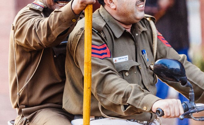 बिहार : आर्थिक अपराध इकाई की छापेमारी, करोड़पति निकले ये अधिकारी!