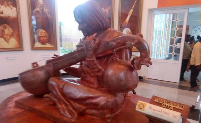 APJ Abdul Kalam kin seek to defuse row over Gita sculpture