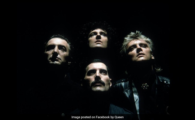 Thousands Of Green Day Fans Sing 'Bohemian Rhapsody.' Thumbs Up From Queen