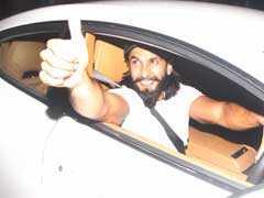 बर्थडे पर रणवीर सिंह ने खुद को गिफ्ट की 'इतनी' महंगी कार, दीपिका पादुकोण को बैठाकर खूब घूमाया