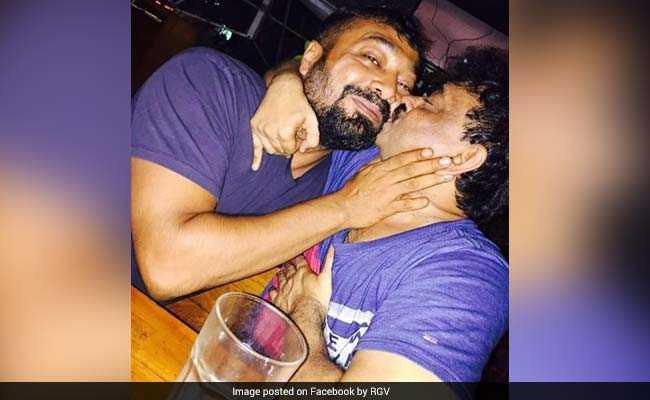 राम गोपाल वर्मा ने अनुराग कश्यप को पकड़कर किया KISS और लिखा 'आई हेट गे'