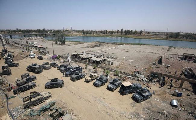 Facing Defeat In Mosul, ISIS Members Throw Themselves In River Tigris