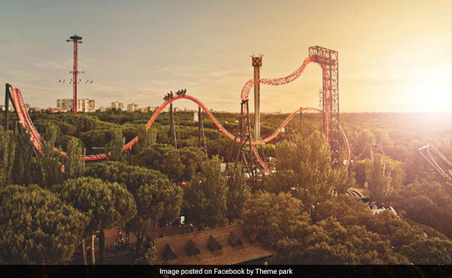 Crash For Rollercoaster Using Virtual Reality Glasses Through Waterfalls