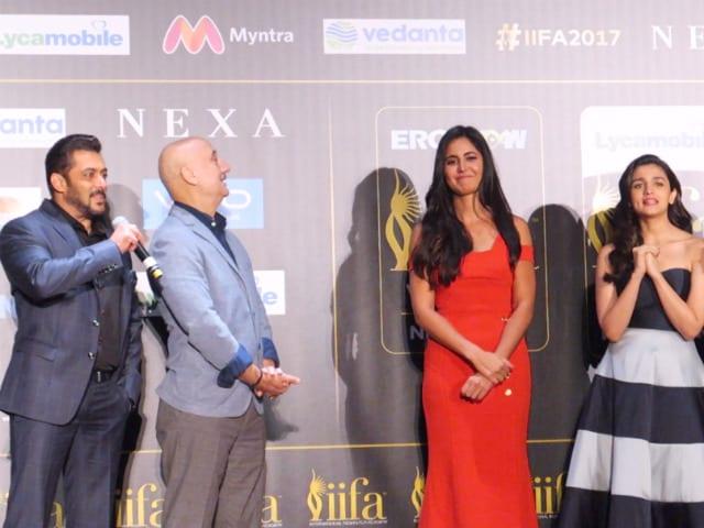 IIFA Awards 2017: Salman Khan Never Forgets Katrina Kaif's Birthday, Sings For Her In New York