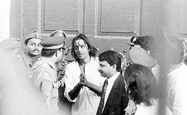फिर जेल जा सकते हैं संजय दत्त, जानें कितनी बार सलाखों के पीछे रहे