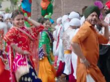 <i>Jab Harry Met Sejal</i>'s Song <i>Butterfly</i> Takes Shah Rukh Khan, Anushka Sharma To Punjab