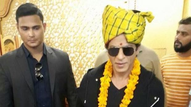Shah Rukh Khan Relishes Traditional Rajasthani Thali in Jaipur