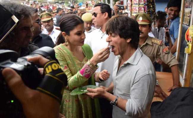 खाई के पान बनारस वाला : जब शाहरुख ने सबसे पहले पान खाने की गुजारिश की! देखें तस्वीरें..