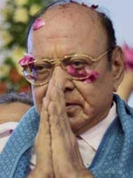 Opinion: By Cutting Vaghela Loose, Congress Gifts Him New Stature
