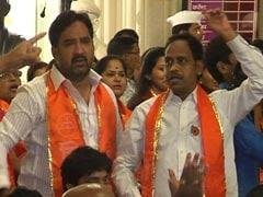 शिवसेना पार्षदों ने BMC के सदन में की पीएम मोदी के खिलाफ़ अभद्र नारेबाजी, बीजेपी पार्षद को पीटा