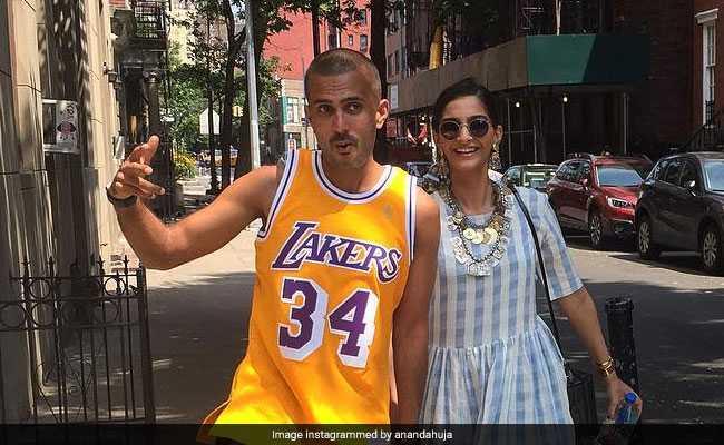 इस बार सोनम कपूर ने कथित बॉयफ्रेंड आनंद अहूजा के साथ खुद शेयर की फोटो