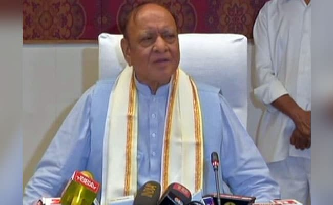Vaghela jolts Congress, quits party on B'day