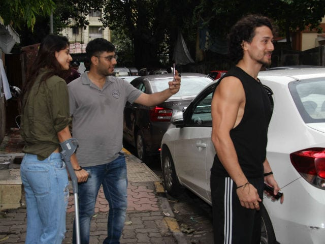 Injured Disha Patani Spotted With Rumoured Boyfriend Tiger Shroff