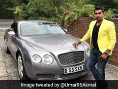 पाकिस्तान के बल्लेबाज उमर अकमल ने बेंटले के साथ फोटो पोस्ट किया तो फैंस ने इस अंदाज में की खिंचाई