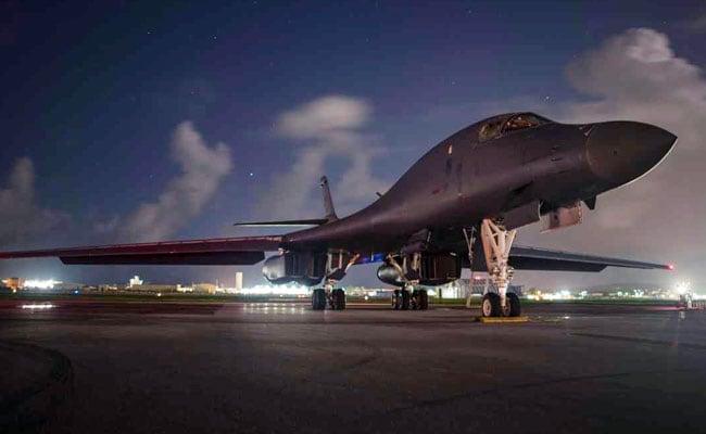 बढ़ती तनातनी : अमेरिकी बमवर्षक विमानों ने कोरिया प्रायद्वीप में अभ्यास कर दिखाई ताकत